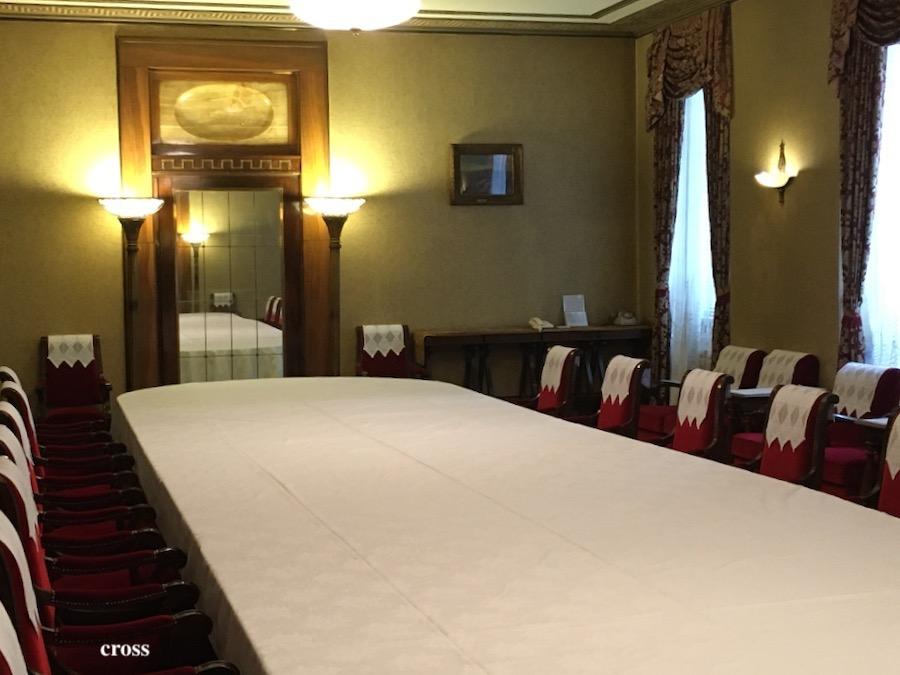 綿業会館会議室